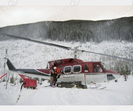 Helicopter refuelling winter / Canada